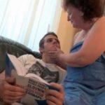 ラブホテル動画無料60代、無修正。自宅に来ていた息子のイケメンの友達を風呂上がりの姿で誘惑する外国人のおばさん