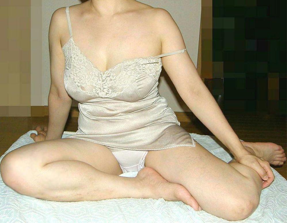 熟女性誌50代回しのスリップ姿は確実に抜ける投稿エロ画像18