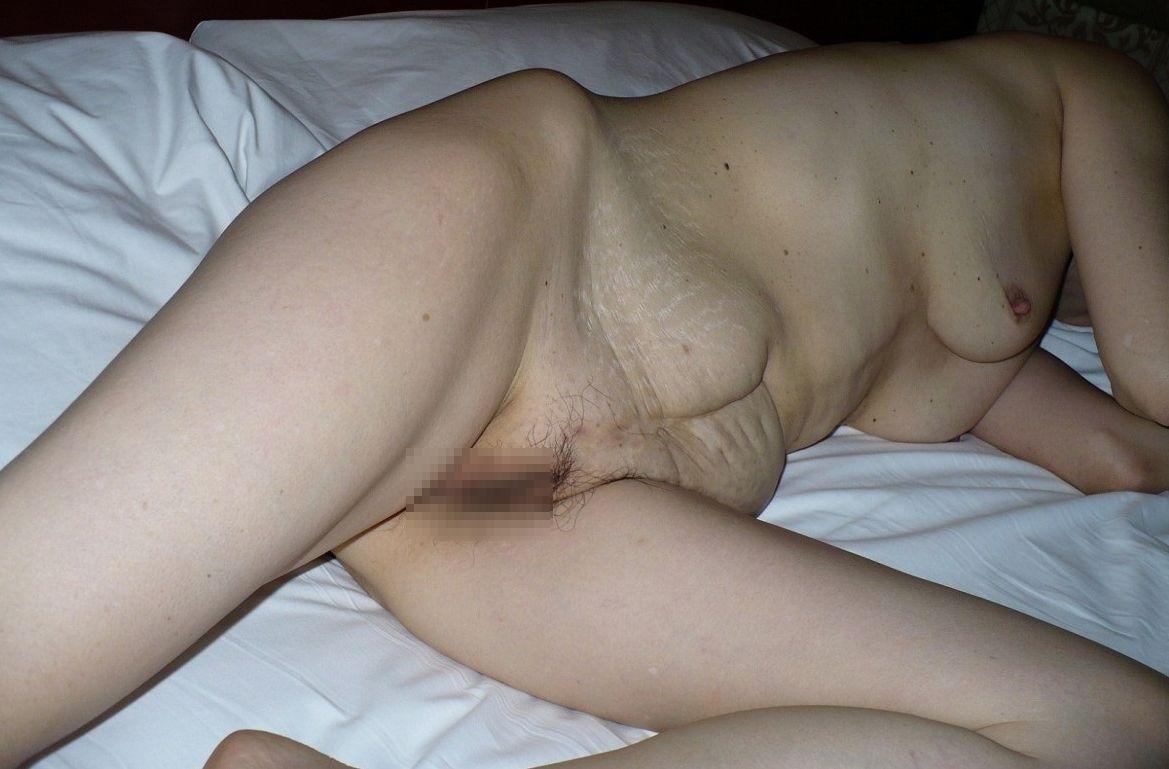 【投稿エロ画像】中年女性達が全裸になって崩れたおばさん体型を大胆披露12