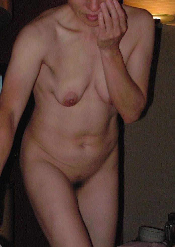 【投稿エロ画像】中年女性達が全裸になって崩れたおばさん体型を大胆披露15