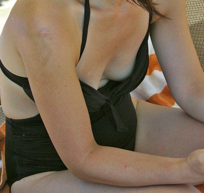 【投稿エロ画像】おばさんの水着姿が卑猥で興奮するんですけど!34