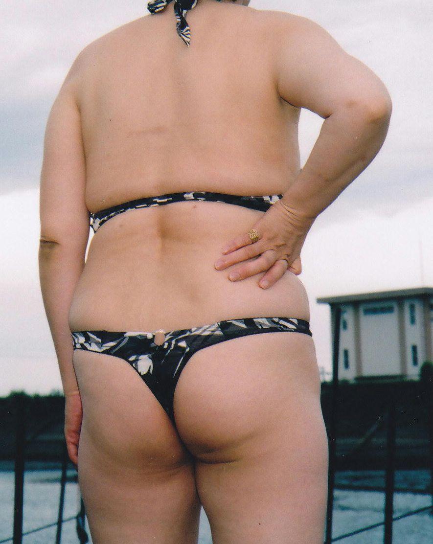 【投稿エロ画像】おばさんの水着姿が卑猥で興奮するんですけど!10