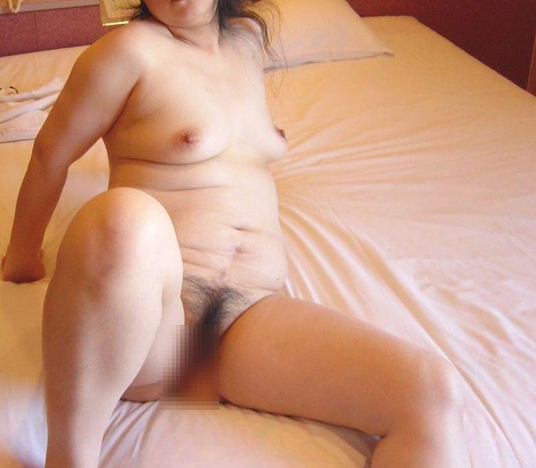 【投稿エロ画像】中年女性達が全裸になって崩れたおばさん体型を大胆披露1