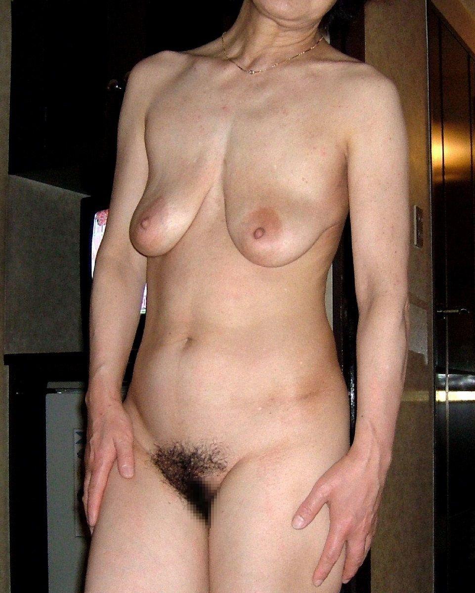 【投稿エロ画像】中年女性達が全裸になって崩れたおばさん体型を大胆披露4