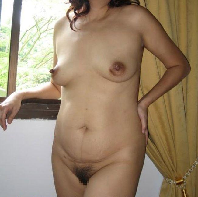 【投稿エロ画像】中年女性達が全裸になって崩れたおばさん体型を大胆披露5